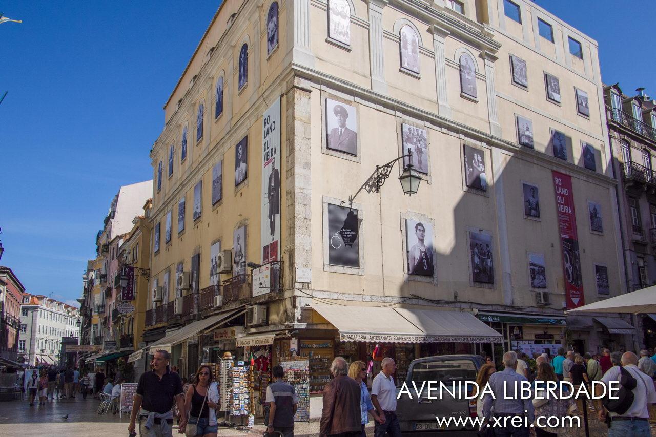 Rua das Portas de Santo Antão is a street parallel to Avenida da Liberdade, connecting to Praça dos Restauradores, it is one of the busiest pedestrian zones in the city of Lisbon, with the connection between Largo de São Domingos and Rua de São José
