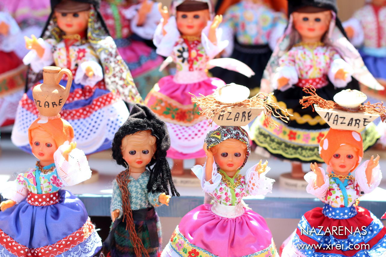 Handcrafted bonacas representing the Nazarenas, known for their typical seven-skirt costumes