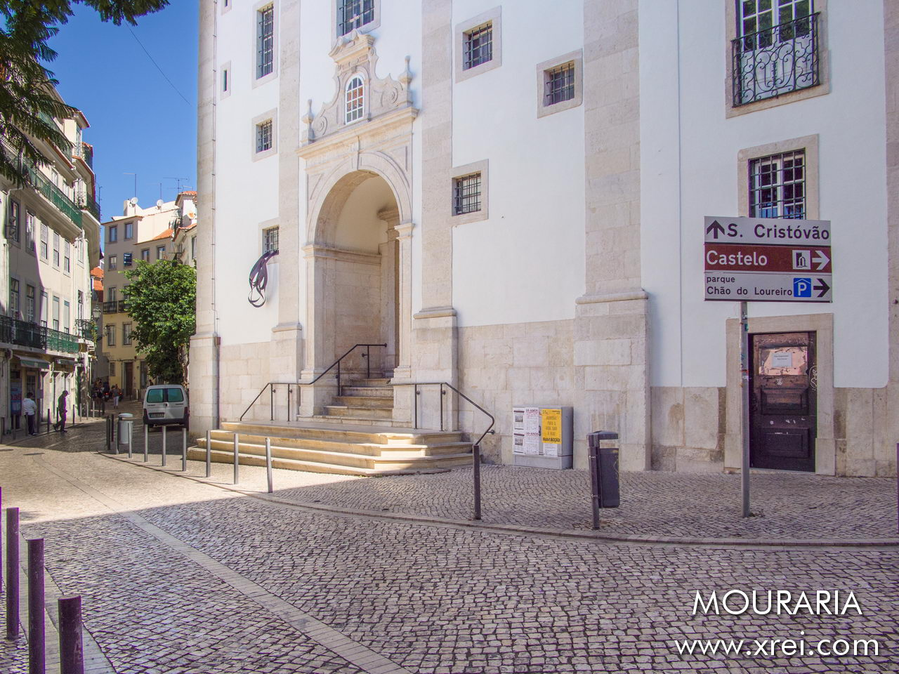 São Cristóvão Church is a 17th century building, one of the very rare buildings in Lisbon that was miraculously spared by the 1755 earthquake