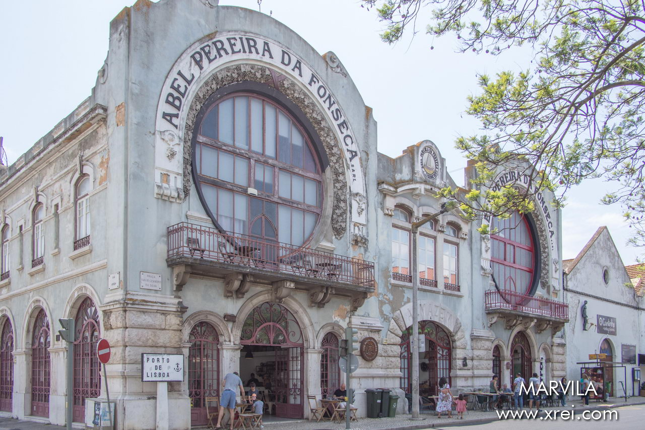 Building built in 1910 for Abel Pereira da Fonseca, one of the most important Portuguese entrepreneurs of the 20th century to host his business related to wine production and distribution