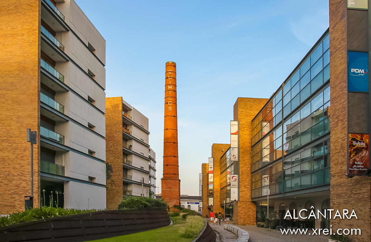 Condominiums for apartments and commercial spaces in Alcântara integrated in old factory spaces