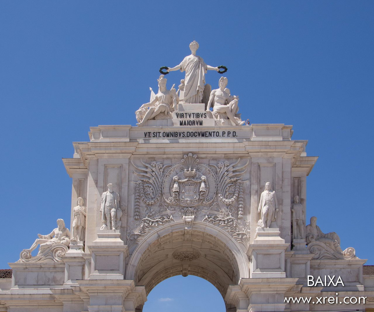 "The Rua Augusta Arch is decorated by 12 elements, namely the Glory at the top to crown the Leftward Value, and the Genius on the right, with the inscriptions below: ""VIRTVTIBVS MAIORVM"" The virtues of the Greater "" VT SIT OMNIBVS DOCVMENTO.PPD ""May it be a lesson for all of us. Dedicated to public spending"" Below, from the left to the right we have 6 statues representing the Tagus River, Viriato, Marquês de Pombal, Vasco da Gama, Nuno Álvares Pereira, and the Douro River. In the center we have the coat of arms of Portugal"