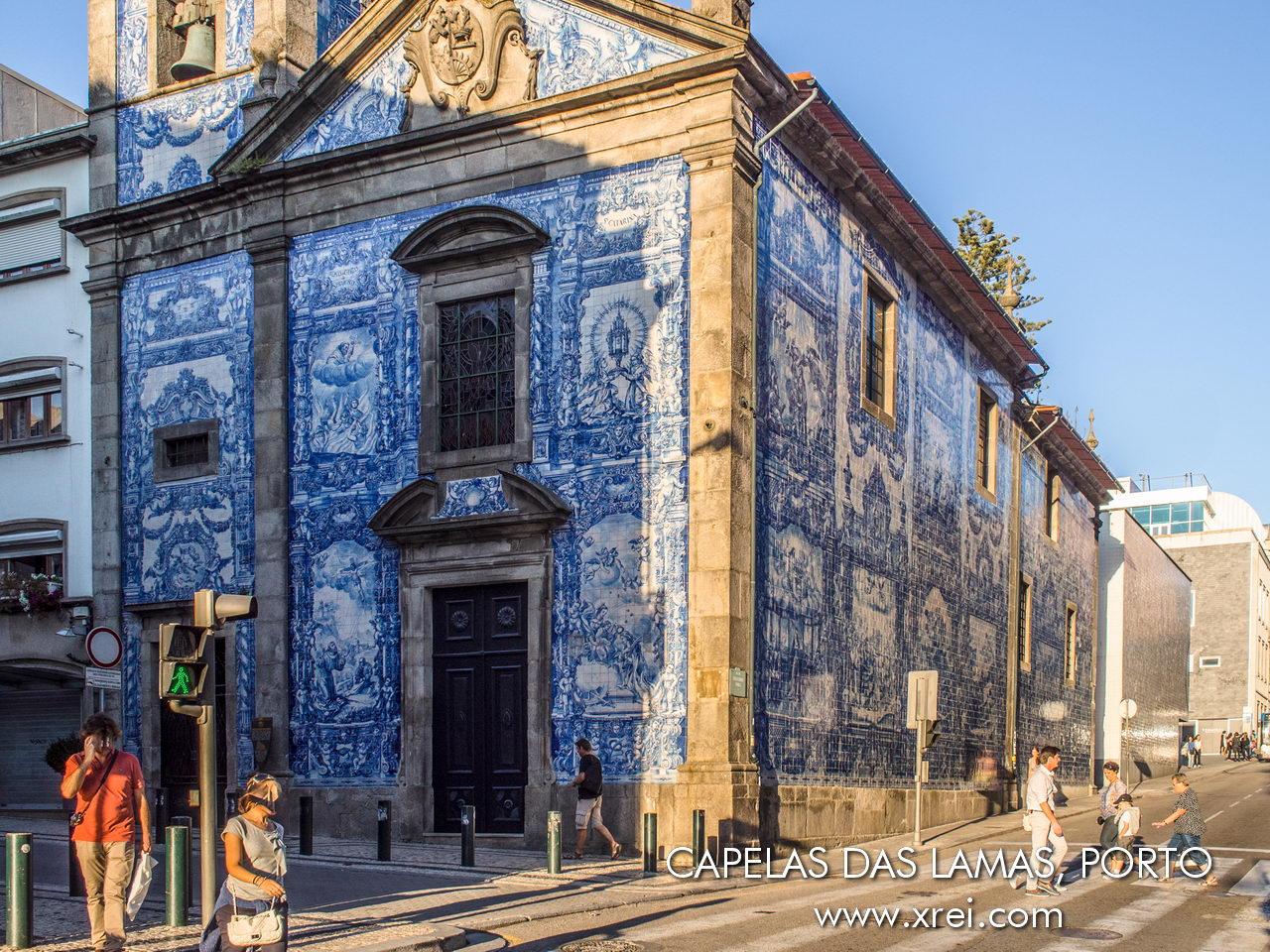 Capela das Almas, una capilla del siglo XVIII cubierta con 15.947 azulejos de Eduardo Leite y fue ejecutada por la Fábrica de Cerámica Viúva Lamego en Lisboa