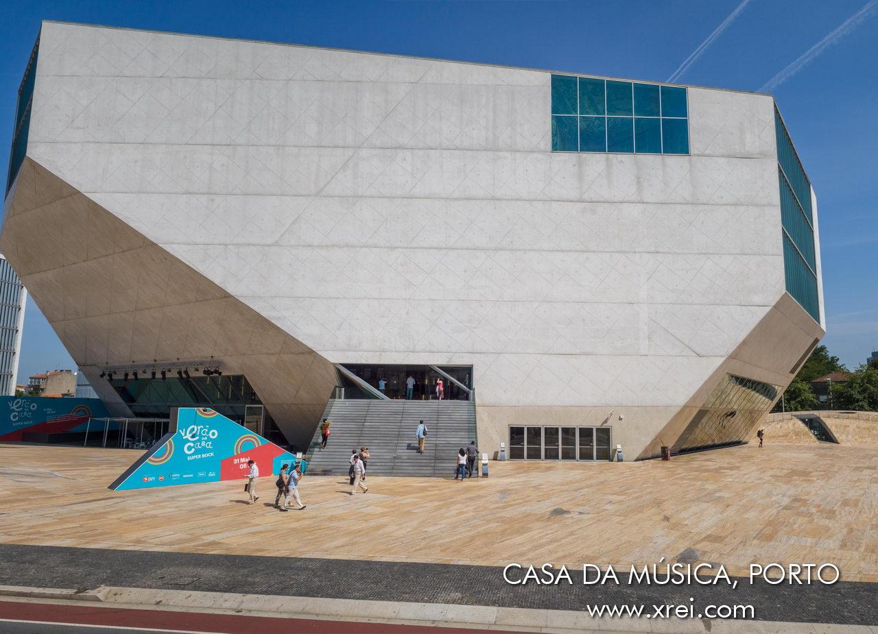 Casa da Música es la principal sala de conciertos de Oporto, ubicada en un edificio de arquitectura moderna en la Avenida da Boavista.