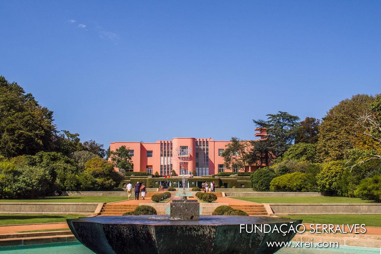 Casa Serralves es el ejemplo más importante de Art Deco en Portugal, construido entre 1925 y 1944 con un proyecto de Charles Siclis y José Marques da Silva