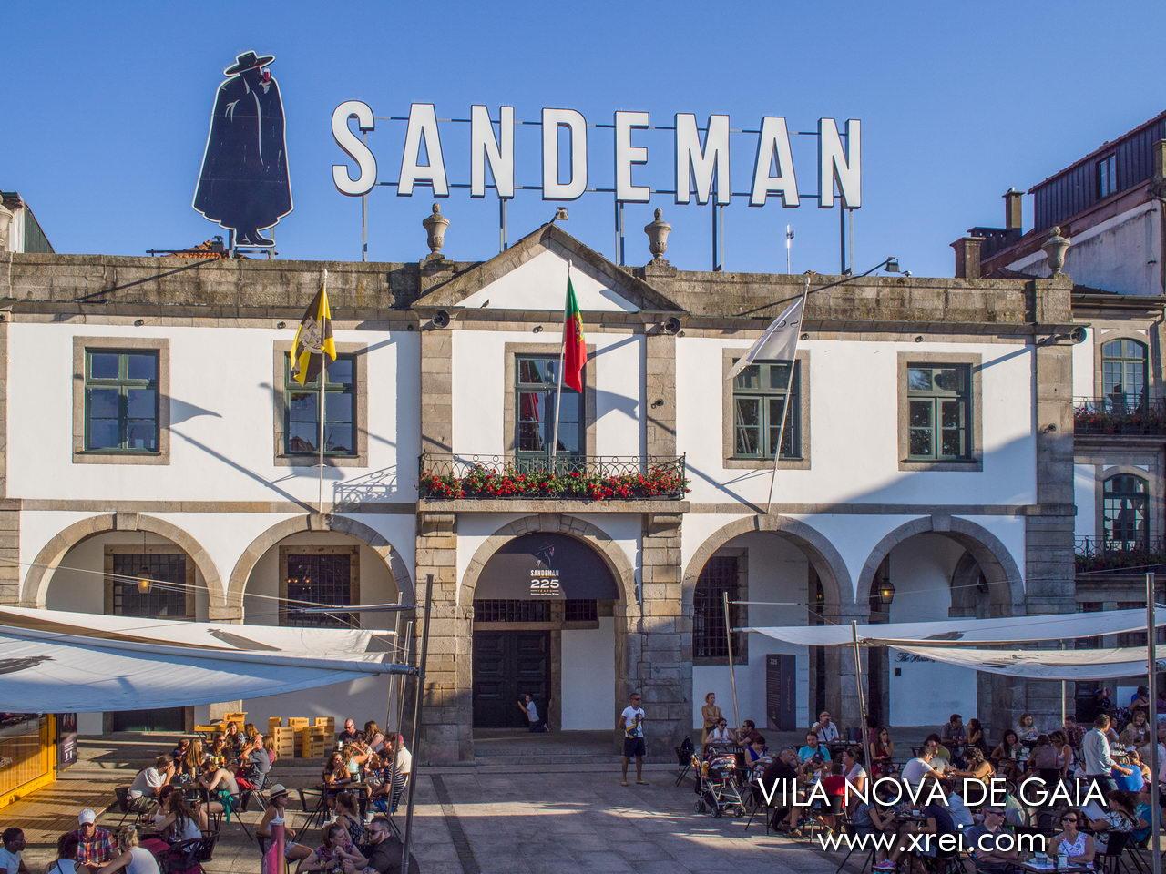 Sandeman Cellars, creada en 1790 por el escocés George Sandeman, fue la primera empresa productora de vino de Oporto en registrar el primer barril en 1805