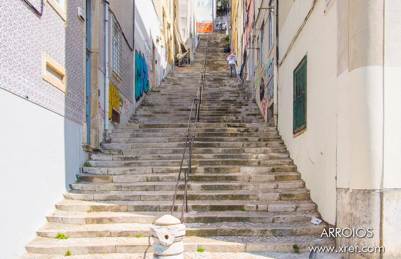 Escadinhas do Monte are a staircase that runs through the neighborhood of Arroios to the neighborhood of Anjos. At the top of Escadinhas do Monte we access the viewpoint of Nossa Senhora do Monte
