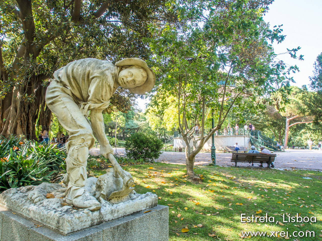 Statue in Jardim da Estrela