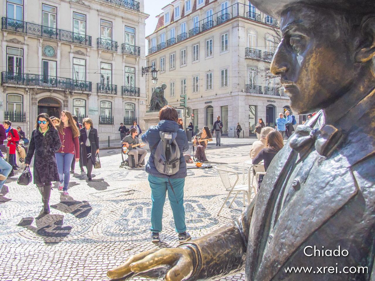 Statue of Fernando Pessoa, in Chiado