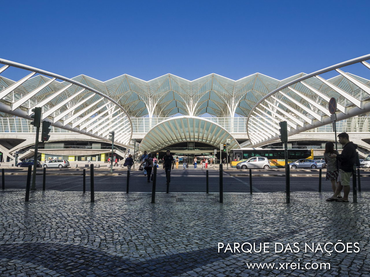 Gare do Oriente, also known as Gare Intermodal de Lisboa (GIL). With contemporary architecture, it was designed by Spanish architect and engineer Santiago Calatrava, completed in 1998 to serve Expo'98, and later Parque das Nações. Gare do Oriente includes the Metropolitano de Lisboa (Oriente) station, a commercial space and a bus station with connection to LIsboa, in the north, center and south of Portugal with suburban trains and medium and long distance trains.