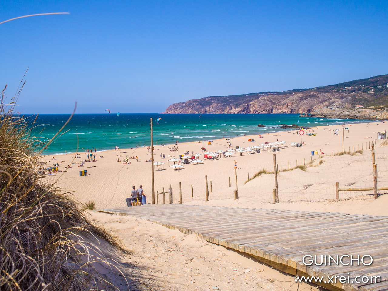 Guincho is a beach and a natural park located north of the village of Cascais, ideal for surfing, kitesurfing and windsurfing due to the strong winds that exist there all year round.