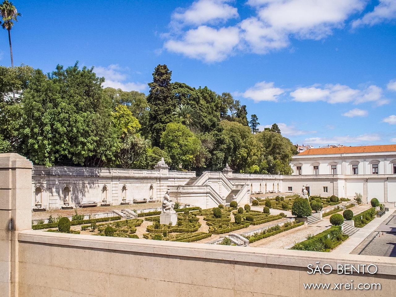 The gardens of the São Bento Palace are original from the 19th century, occupying an area of two hectares belonging to the former Convent of São Bento da Saúde