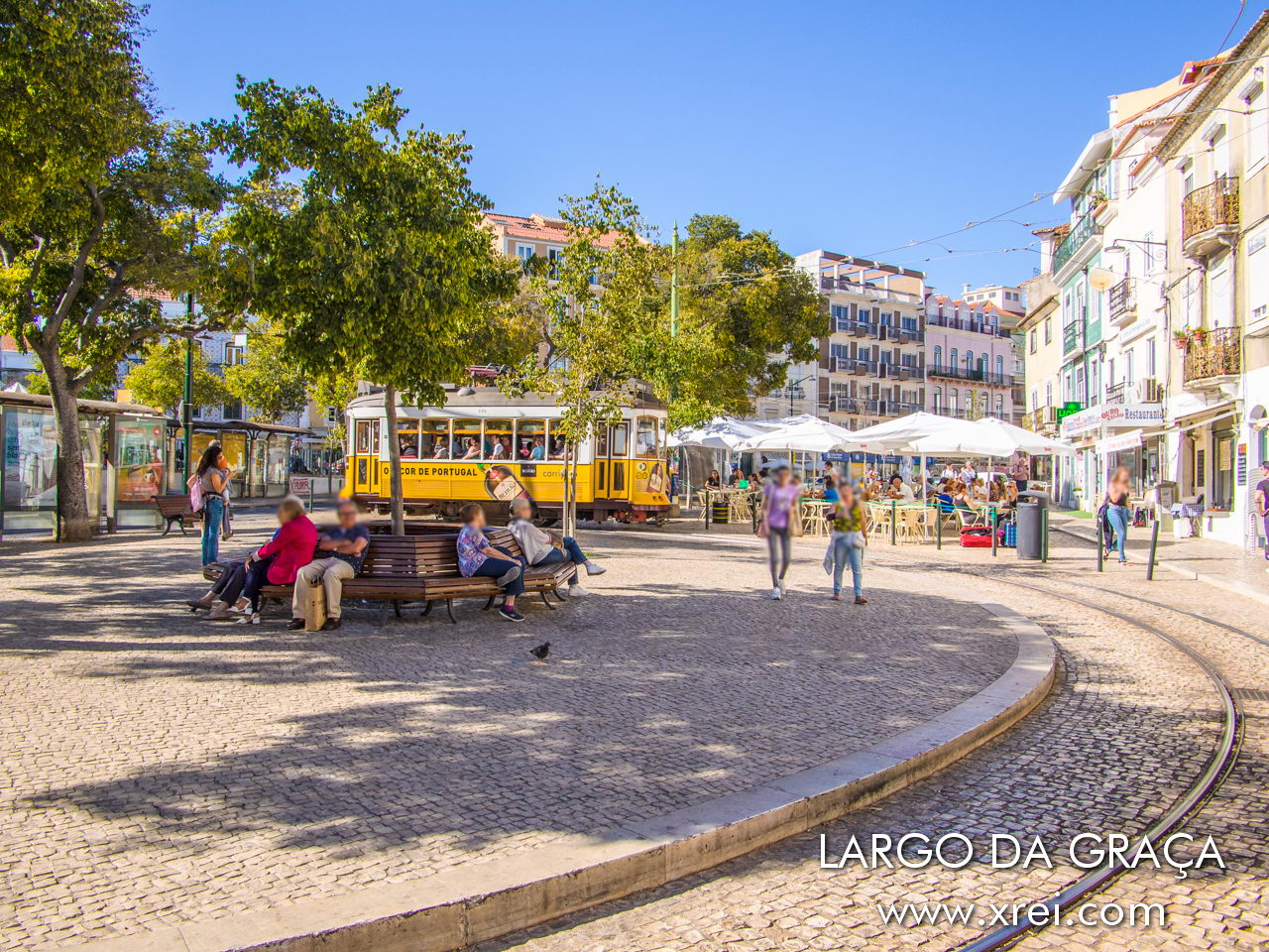 Largo da Graça is one of the busiest streets in Bairro da Graça during the day, with the constant movement of Lisbon trams (trams), tuck tucks and taxis, tourists, neighborhood residents and firefighters, from the two barracks nearby