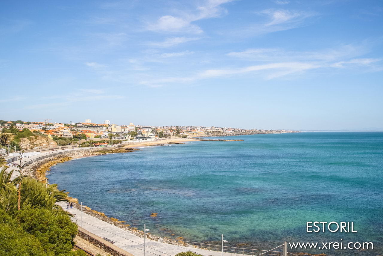 The Estoril coast is bathed by the mouth of the Tagus River with a wide range of beaches along the coast from Lisbon to Sintra, a coastal road known as Avenida Marginal, very much like the Cote D'Azure, where we can enjoy a walk, by bike or by car with a beach environment over several tens of kilometers ...