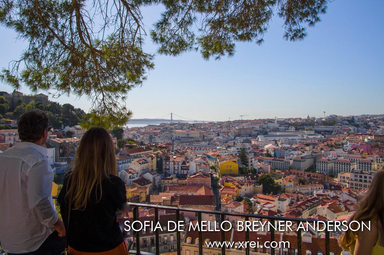 Sophia de Mello Viewpoint Breyner Andersen, commonly known as Graça viewpoint, is one of the privileged places to observe Mouraria, Baixa, Alfama, the Castle, the 25 de Abril Bridge, the Tagus River and the Serra da Arrábida on the other side of the Tagus , with a terrace where we can enjoy the shade of the trees, and the architecture of the Convento and Igreja da Graça