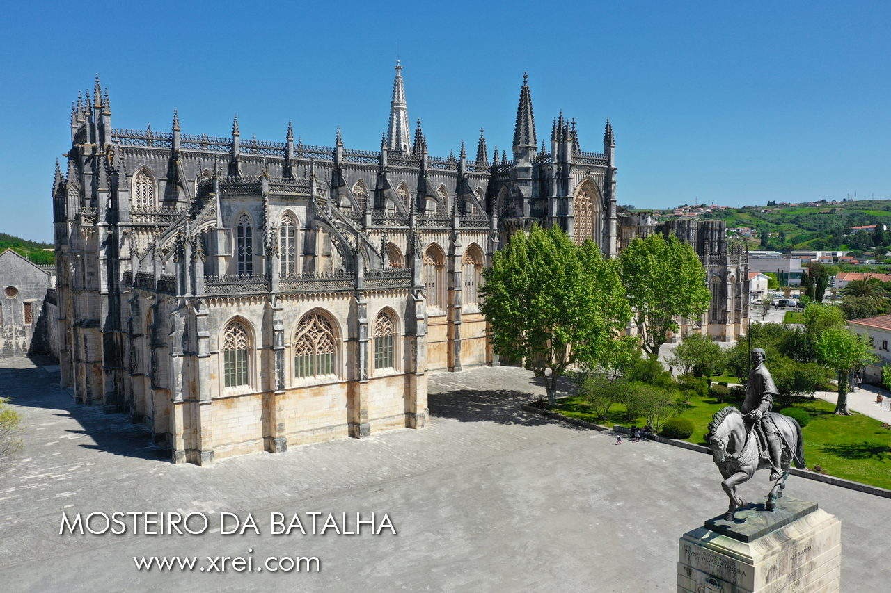 Batalha Monastery, national pantheon, UNESCO World Heritage Site, with the equestrian statue of Constable D. Nuno Álvares Pereira, considered one of the best warriors in Portugal