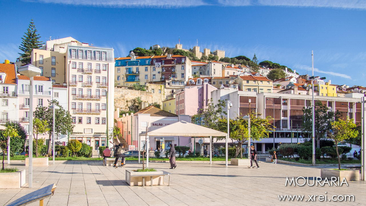 Mouraria neighborhood seen from Martin Moniz, with São Jorge Castle at the top of the hill