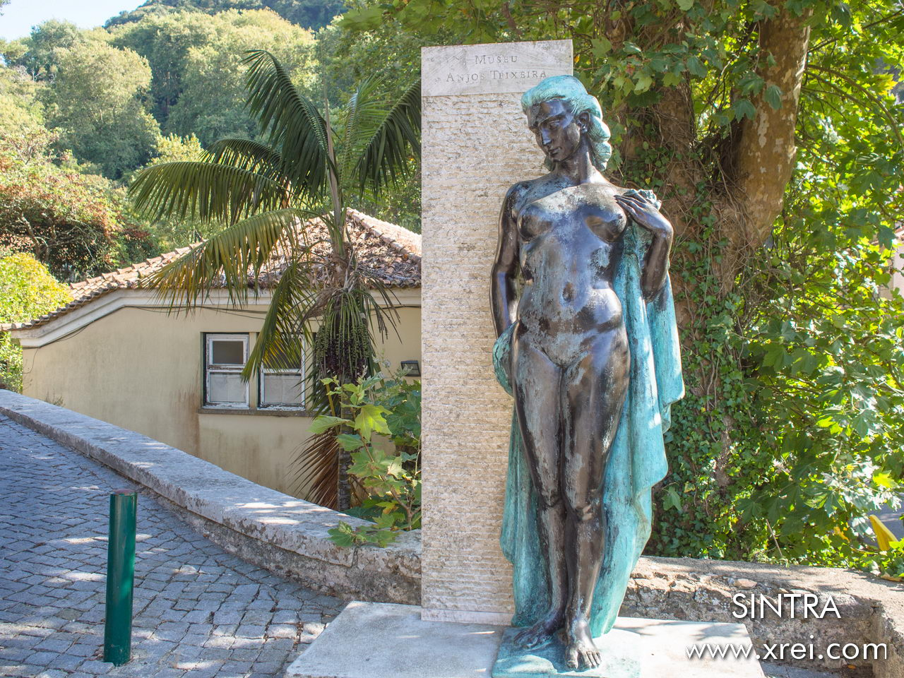 Museu Anjos Teixeira is a museum dedicated to two sculptors, Artur Anjos Teixeira and Pedro Anjos Teixeira who work on the themes of human and animal anatomy, work, freedom, professions, the female condition and historical and religious figures