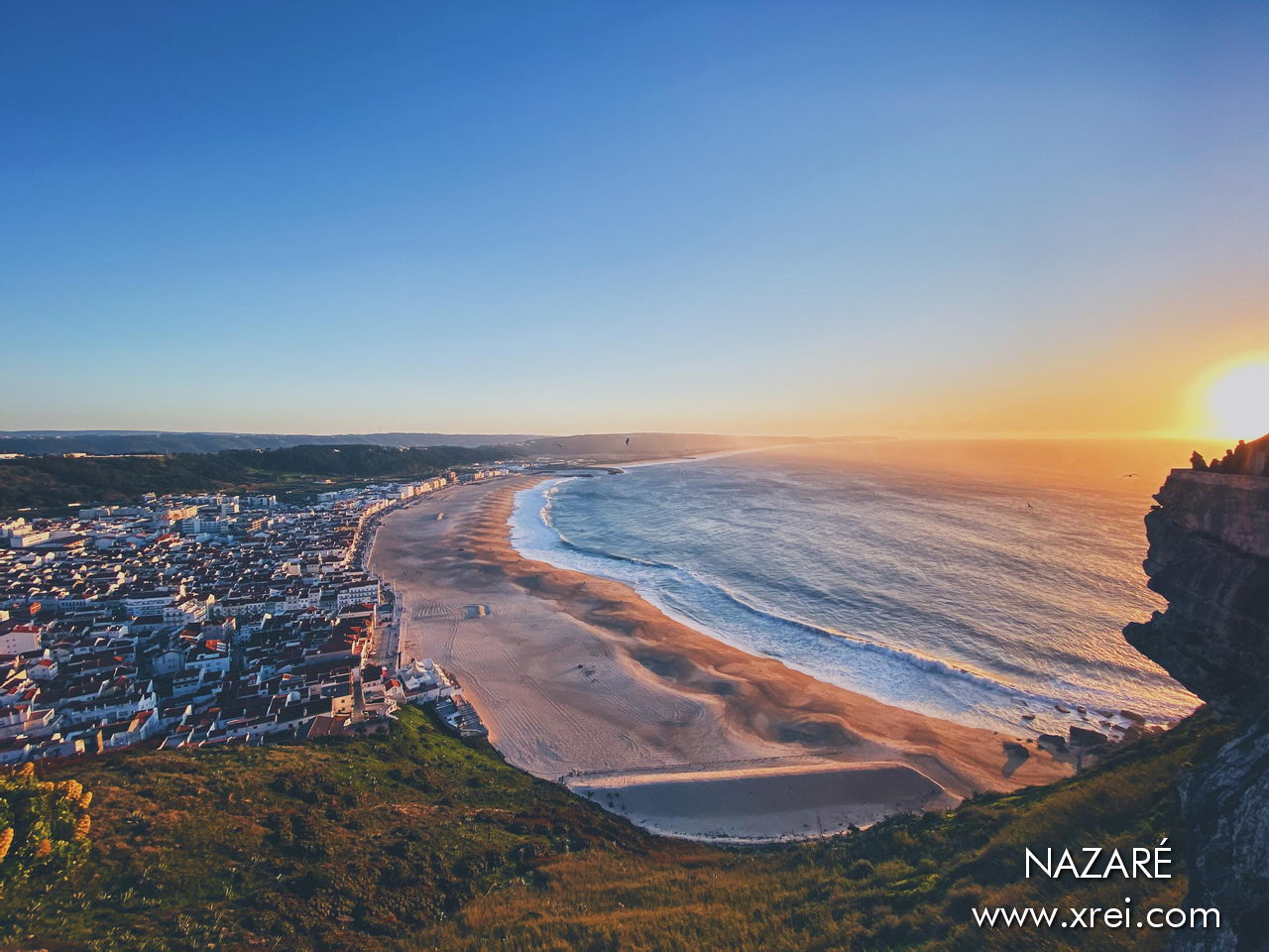 Nazaré was formerly a fishing village, located in the West of Lisbon. Nowadays it is a tourist destination for the beach, and one of the most famous giant wave surf spots in the world!