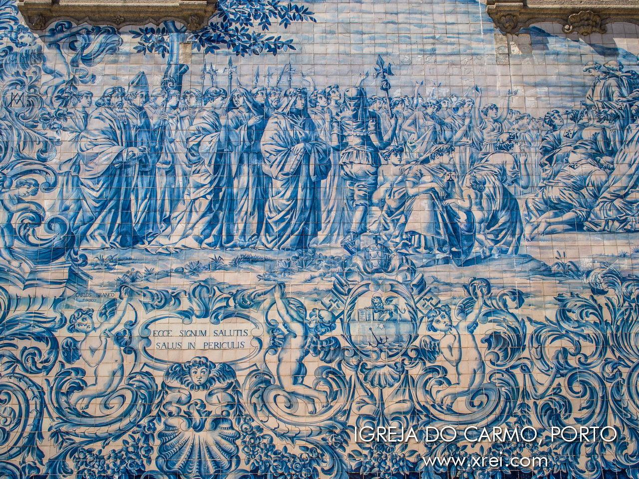 Panel de azulejos de la iglesia del Carmo con escenas que representan la fundación de la Orden Carmelita y el Monte Carmelo.