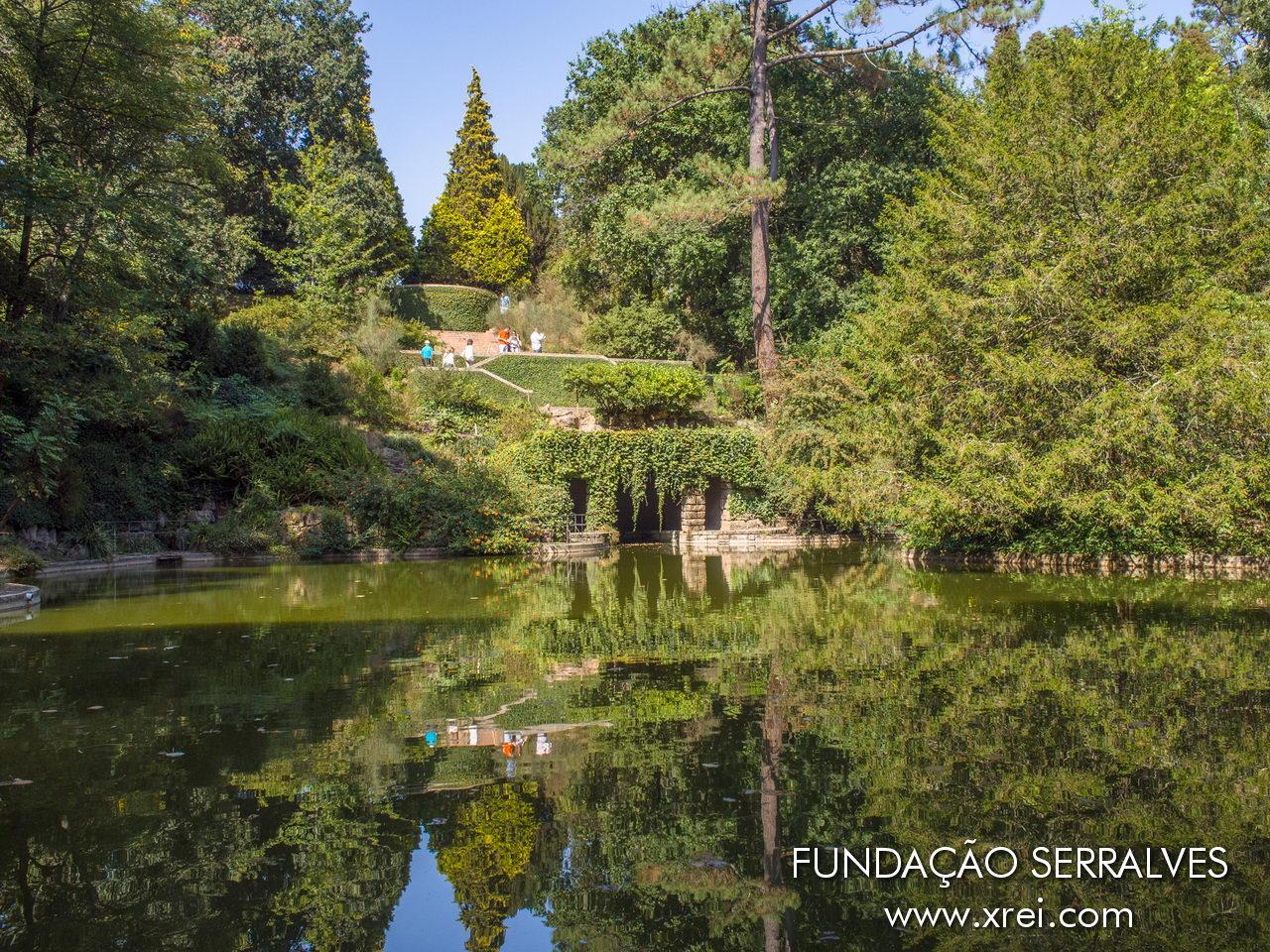 Parque Serralves con aproximadamente dieciocho hectáreas de jardines y espacios ajardinados