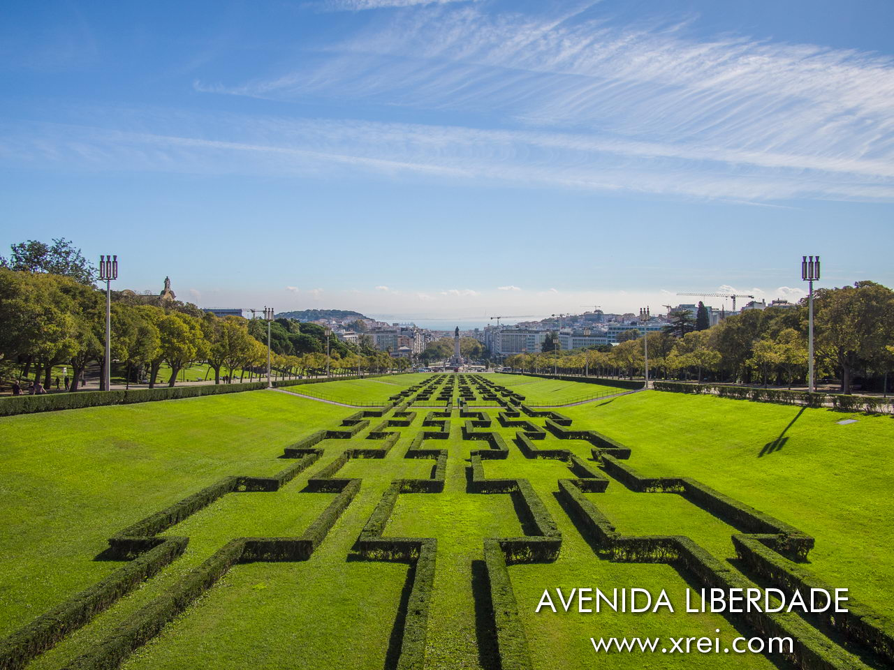 Parque Eduardo VII is the largest green park in Lisbon and one of the most sought-after viewpoints in Lisbon, located north of the Marquês de Pombal roundabout