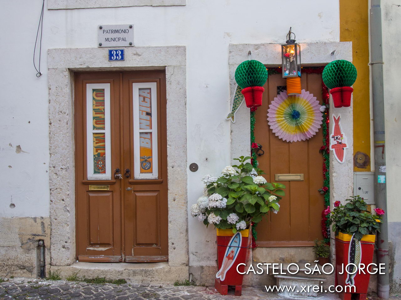 building declared a municipal heritage. The Castelo district and the surrounding neighborhoods decorate the streets during the popular festivities in Lisbon. The residents of these neighborhoods are the big fans of Lisbon parties, and it is in these neighborhoods that the parties take place