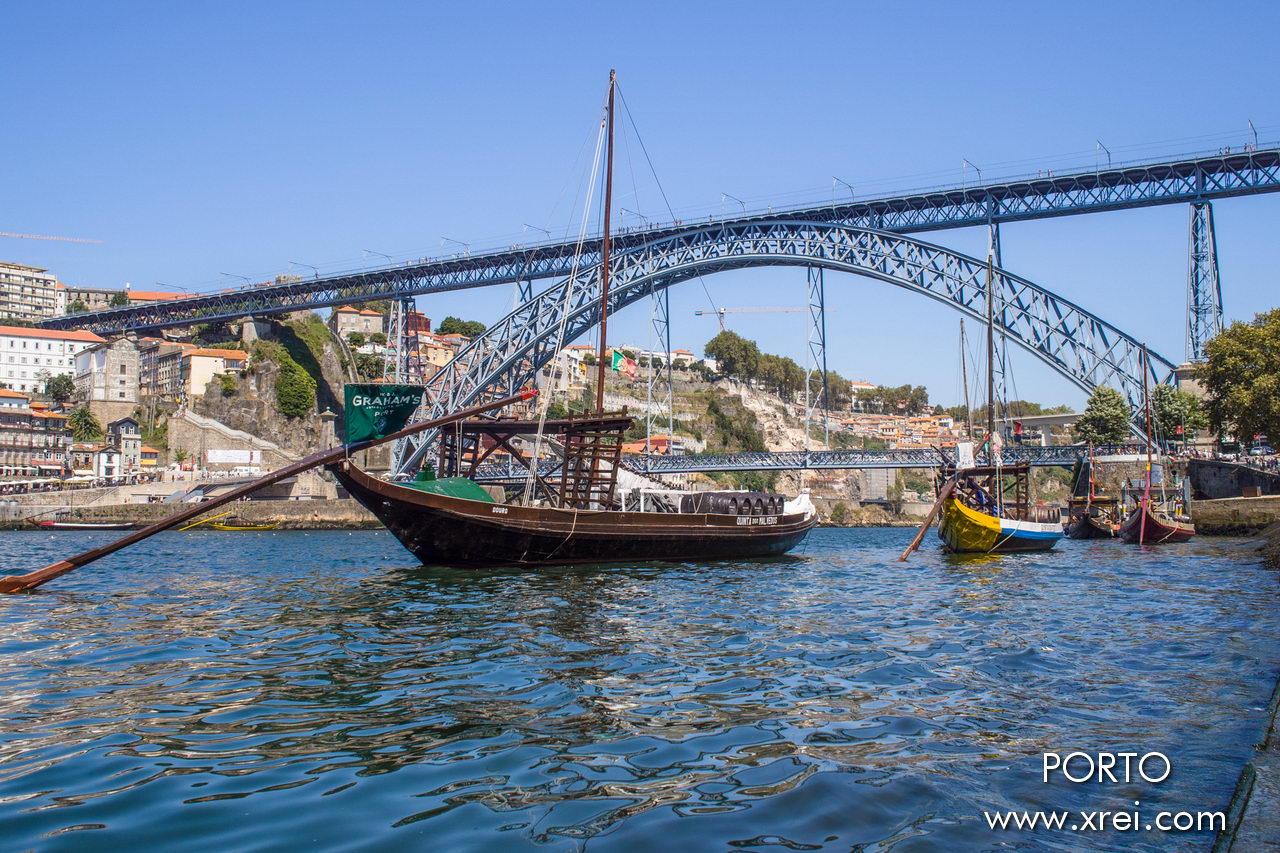 Oporto es la ciudad más importante del norte de Portugal, ubicada en la margen derecha del río Duero. Una ciudad histórica incluida en la lista de la UNESCO