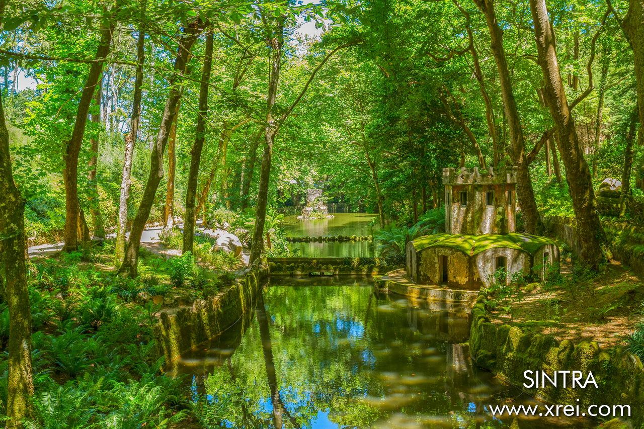 Quinta da Regaleira, in addition to the Palace and Poço Iniciático, is much admired for the surrounding green spaces that create a mystical environment to the entire surroundings