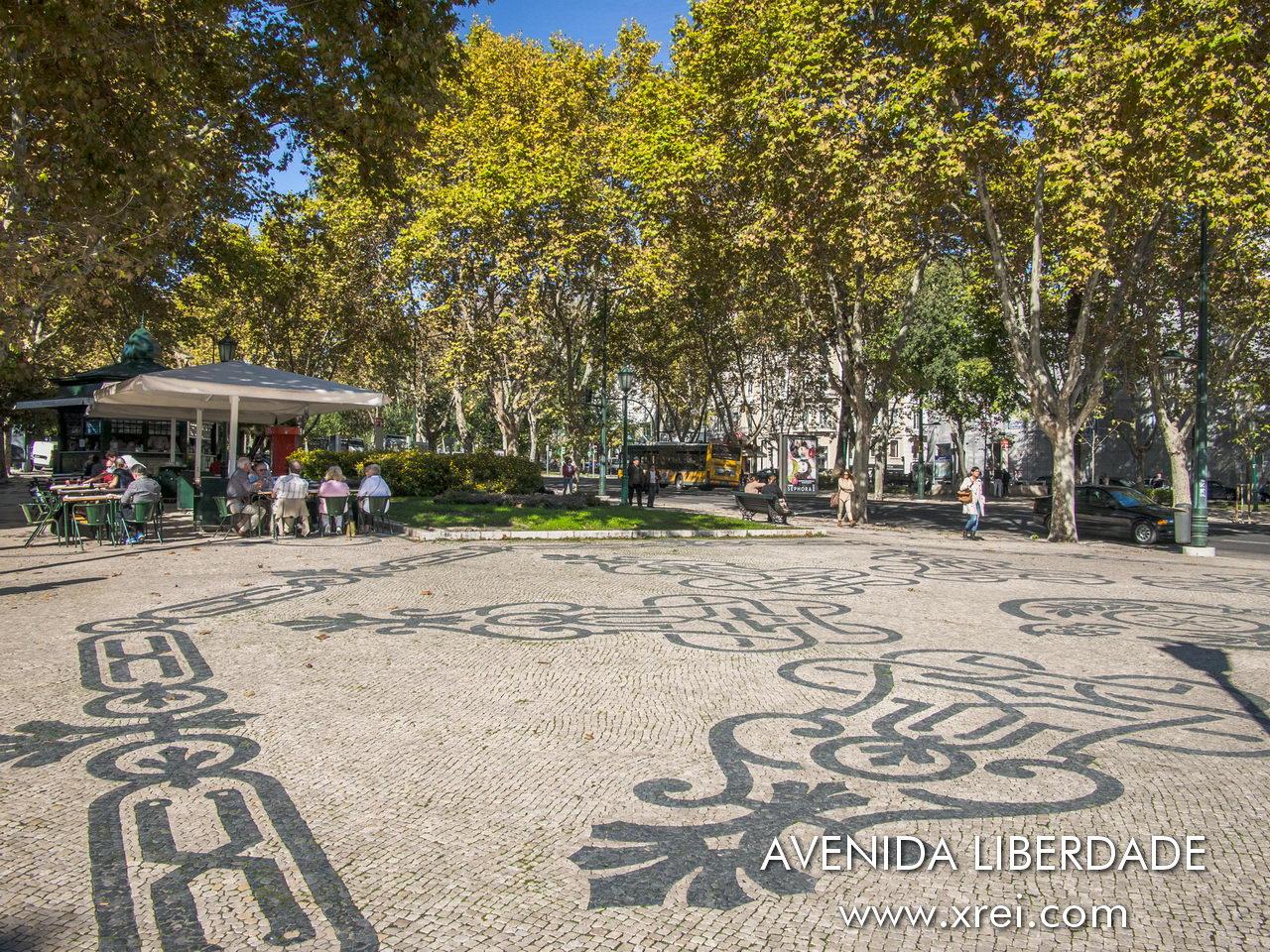 Avenida da Liberdade kiosks are places for socializing and small snacks along the Avenida da Liberdade gardens
