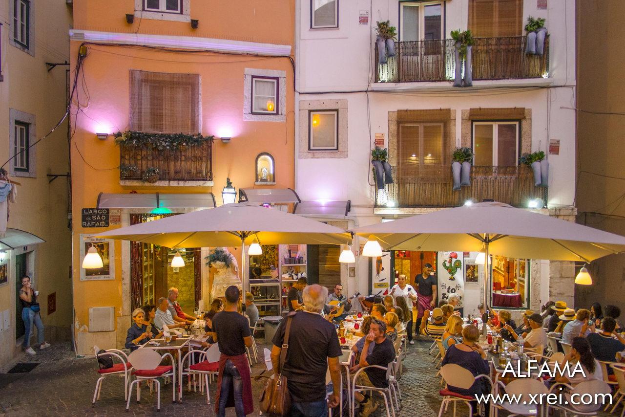 Fado restaurants in Alfama with outdoor terraces