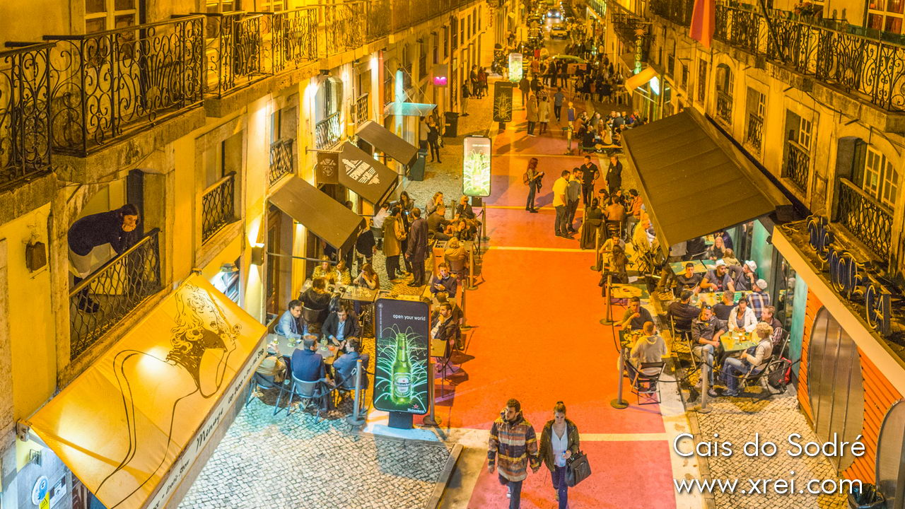 The pink avenue is the former bohemian area of Cais do Sodré. It has been constantly improved and is currently one of the main nightlife spots in the city of Lisbon