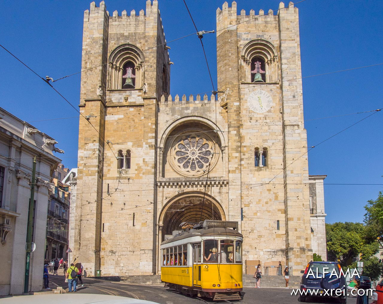 Lisbon Cathedral, an icon of Lisbon postcards