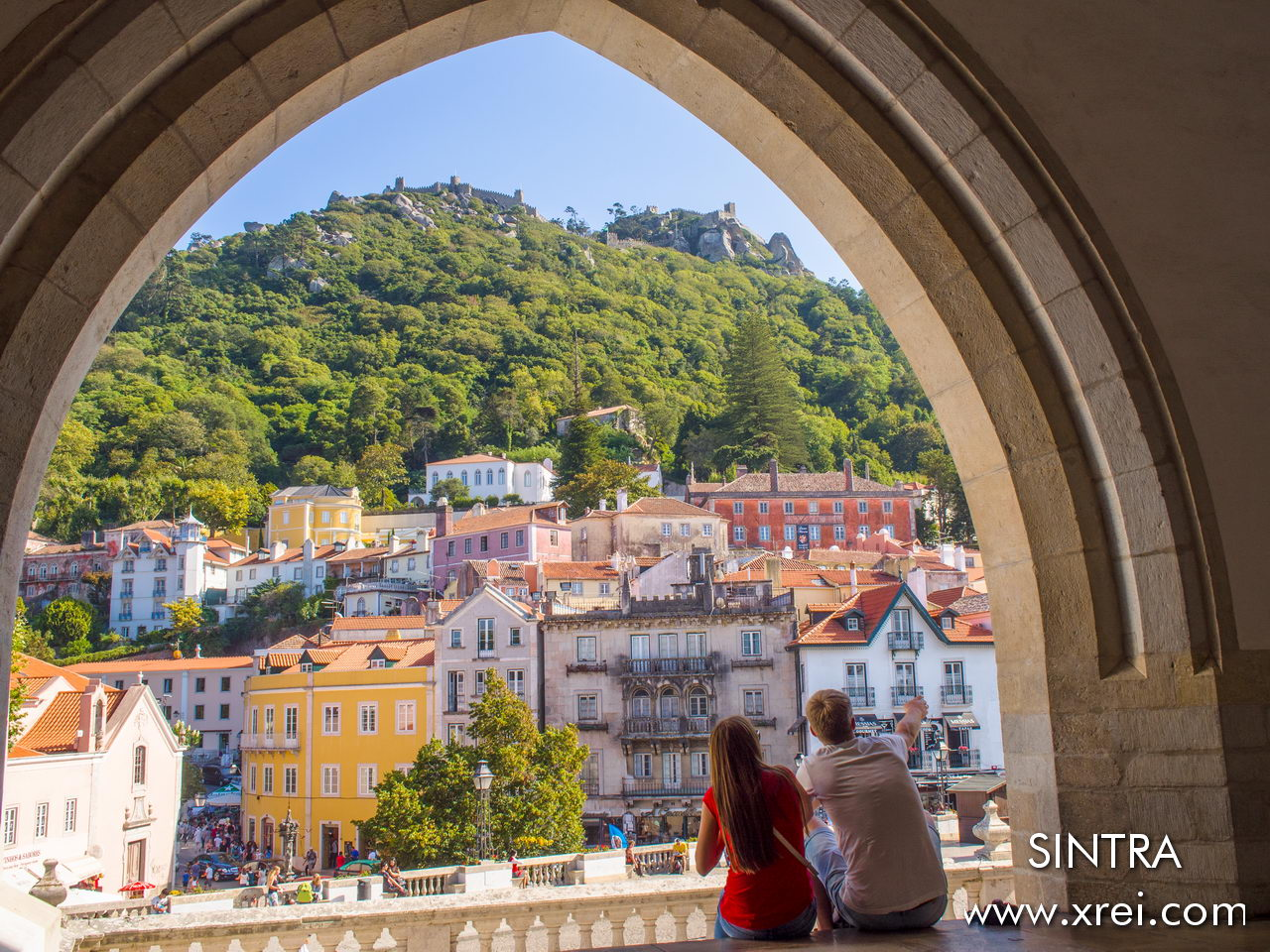 Sintra is a Portuguese village known for its romanticism. It is a village of palaces, castles, and stately homes from the time of kings, and queens, princes and princesses ... In this image we observe the environment of the village, with the Moorish castle at the top of the mountain