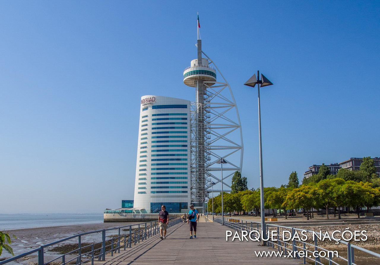 Vasco da Gama Tower is the tallest skyscraper building in Portugal, a tower in mixed structure with a height of about 140 m. The architecture of Leonor Janeiro, Nick Jacobs and SOM - Skidmore, Owings and Merrill) was inspired by the shape of the sails of a caravel, with the structure of the river. During the EXPO98 exhibition, a luxury restaurant with panoramic views over the Tagus River operated at the top of the tower. The Tower currently functions as a luxury hotel in the SANA Hotéis chain, with a new building added to the initial tower