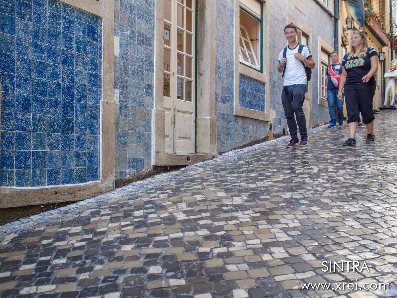 The streets of SIntras were restored in the summer of 2020, with traditional Portuguese stone floors, however in this image we still have the old floor worn by the use of passerby visitors