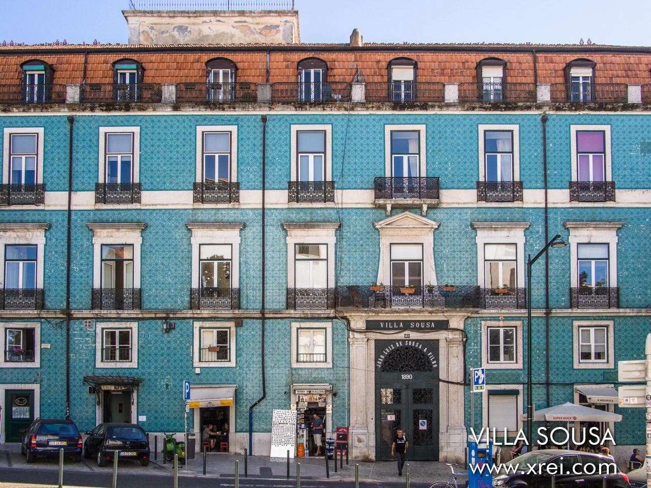 Villa Sousa is a condominium rebuilt in 1890 in a palace abandoned by order of Jão Luís de Sousa in order to house the family and the workers.